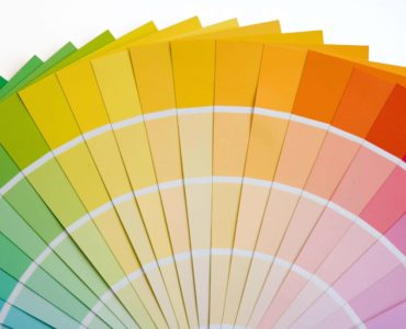 HOW COLORS CAN PLAY AN IMPORTANT ROLE ?